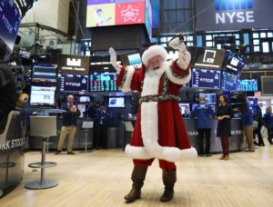 S&P 500 gains with energy, tech, but ends near day's lows