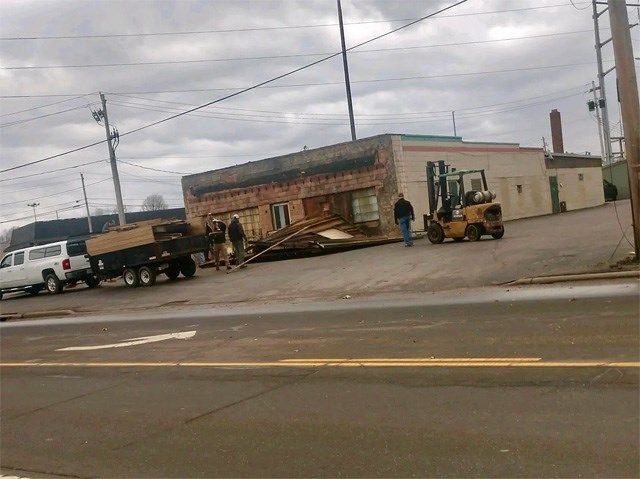High winds damage Warren business