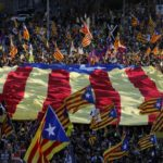 Thousands march in support of Catalan politicians on trial | News | DW