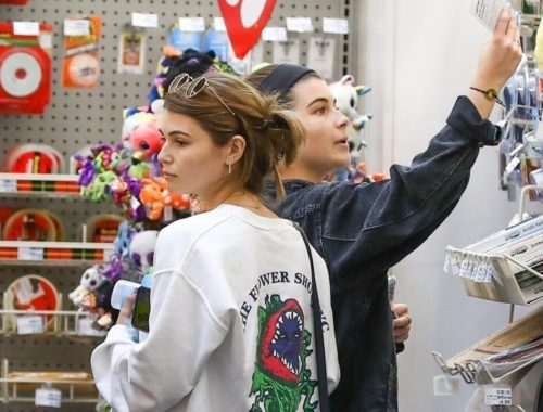 Olivia Jade Spotted Shopping With Sister Isabella Amid College Admissions Scandal