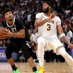 Lakers' Anthony Davis has 'monster game' despite needing IV at half