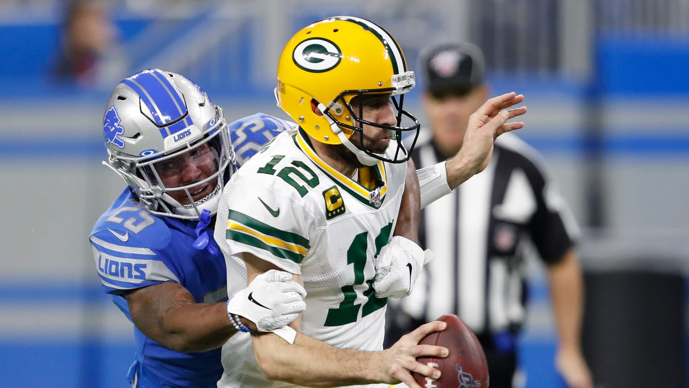 Aaron Rodgers keeping 'intrigue' level low in Green Bay