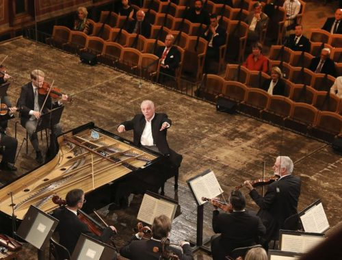 Vienna Philharmonic purrs back to life after pandemic pause | The Buzz