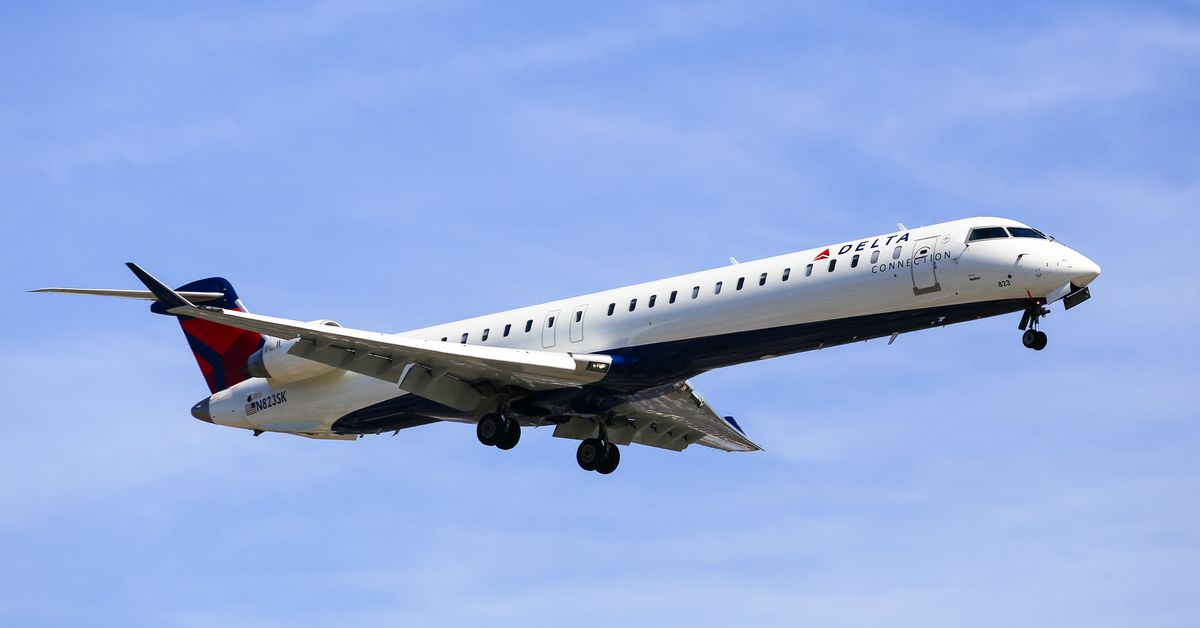 Coronavirus: CDC adds guidelines for air travel, transportation
