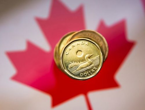 BUZZ-COMMENT-Major tipping point could decide loonie's fate