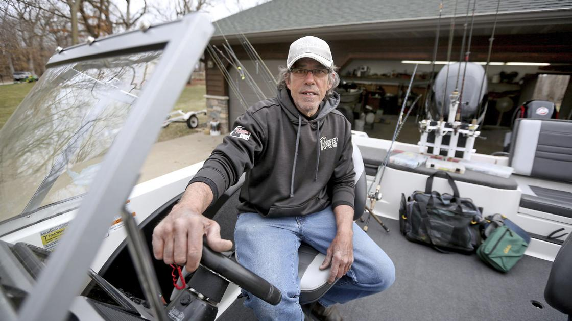 Eastern Iowa man achieves dream of becoming fishing guide | State and Regional News